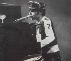 Freddie Mercury December 3, 1978 http://www.queenlive.ca