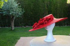 Carmen Vivar chapeau. Pamela roja. Boda. Invitada perfecta. Wedding.