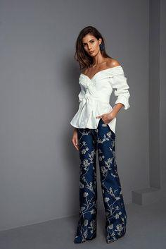 Johanna Ortiz Fall 2017 Ready-to-Wear Collection Photos - Vogue Fashion Week Paris, Fashion 2017, Look Fashion, Fashion Show, Autumn Fashion, Womens Fashion, Fashion Design, Fashion Trends, Looks Chic