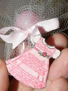 Lembrança de Chá de Bebê: mini-frasco de perfume.