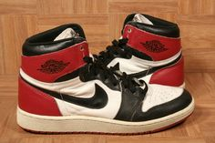 "1985 Air Jordan 1 High ""Black Toe"""