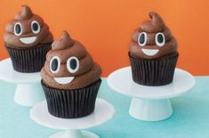 This past week has been one of the shittiest in human existence. So there's no better time to bring you a recipe for poop emoji cupcakes. Fun Cupcakes, Cupcake Cakes, Simple Cupcakes, Cup Cakes, Breakfast Party, Bolo Toy Story, Emoji Cake, Poo Emoji Cupcakes, Cupcake Emoji