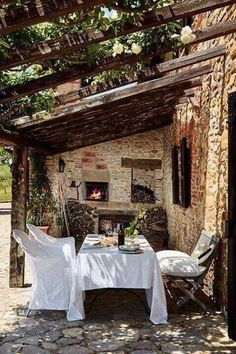 decorology: Summer is coming: Bring on the Outdoor dining! : decorology: Summer is coming: Bring on the Outdoor dining! decorology: Summer is coming: Bring on the Outdoor dining! decorology: Summer is coming: Bring on the Outdoor dining! Outdoor Rooms, Outdoor Dining, Outdoor Decor, Patio Dining, Outdoor Seating, Rustic Outdoor, Terrasse Design, Living Spaces, New Homes