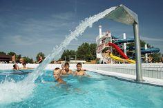 A Várkertfürdőben a tágas, világos medencetér, a kellemes hőmérsékletű termálmedence és élményelemei, termálkertbe vezető kiúszó, az óriáscsúszda, a gyermekpancsoló és a kényelmes nyugágyak gondoskodnak vendégek kikapcsolódásáról. Outdoor Decor