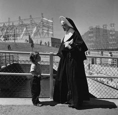 A sister talking to a little girl at the Grand Coulee Dam in 1952 - image by Arthur Rothstein/CORBIS