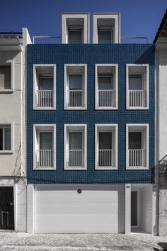 Lapa Habitational Building is a minimalist residence located in Lisbon, Portugal, designed by João Tiago Aguiar. Modern Townhouse, Townhouse Designs, Facade Architecture, Contemporary Architecture, Renovation Facade, Rehab House, Brick Cladding, Lapa, Building Facade