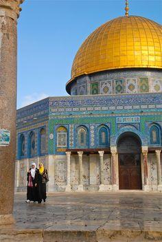 le Dôme du Rocher ( القبة الصخرة  ) Jerusalem...Pure gold dome & the mosaic tiled walls were truly amazing