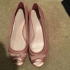 Pink dress shoes with a ribbon bow 💋1 hour Clearance💋Light pink dress shoes. New without tags. Very feminine like ballet shoes. Small bow. Croft & Barrow Shoes Flats & Loafers