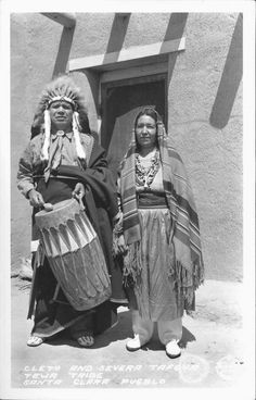 Cleto and Severa Tafoye Tewa Tribe Santa Clara Pueblo 1935 Indian Tribes, Native American Tribes, Native Indian, Santa Clara, Pueblo Tribe, Pueblo Indians, New Mexico Usa, Tribal People, Photographs Of People