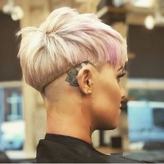 – Kurzhaarfrisuren-… Tough And Very Cool Shaved Hairstyles! Pictures Of Short Haircuts, Edgy Short Haircuts, Short Hairstyles For Women, Girl Short Hair, Short Hair Cuts, Short Hair Styles, Pixie Hairstyles, Cool Hairstyles, Shaved Hairstyles