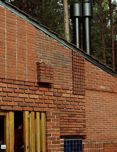 Detalle del despiece de las fábricas de ladrillo en el patio de la Casa en Muuratsalo. Foto: Trevor Patt, Flickr