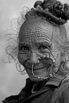 Beautiful portrait photography images celebrating cultural diversity and individual uniqueness around the world. Cultures Du Monde, World Cultures, Old Faces, Many Faces, Beautiful World, Beautiful People, People Around The World, Around The Worlds, Fotojournalismus