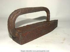 fer à repasser étroit (3,5cm) en fer forgéde corsetière 18ème France