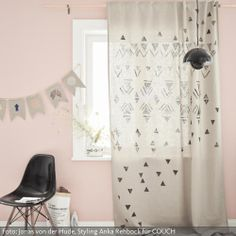Bodenlanger Vorhang mit Geo-Print. Anleitung unter www.couch-mag.de/selfmade