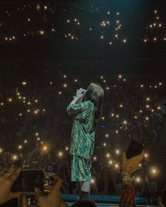 I bet she was blinded - ImPane Billie Eilish, Photo Wall Collage, Picture Wall, Wallpaper Azul, Aesthetic Pictures, Music Artists, Pirates, Famous People, Celebrities