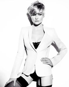 Kirsten Dunst. Love that haircut on her.