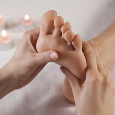Neuromuscular Therapy Training for Massage Students Reflexology Massage, Reflexology Benefits, Massage Benefits, Thai Massage, Foot Massage, Hammam Massage, Sauna Hammam, Hata Yoga Asanas, Massage Tips