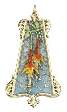 Henri VEVER. Large gold pendant decorated with flowers of fuschias Муж пошел в отпуск и мы пошли по рукам : вчера в парк, сегодня в бассейн, завтра планируем на лыжи... Тяжелая штука, этот отпуск :) Так вот, едем вчера после 1,5 часов прогулки по парку домой, и на каждой остановке я вижу девушку в…