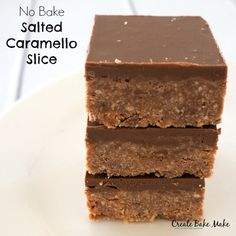 This No Bake Salted Caramello Slice is based on the same no bake slice recipe I regularly use to make Clinkers Slice, Caramello Slice and Peppermint Slice. It turned out to be a winner and if you…More Yummy Treats, Delicious Desserts, Sweet Treats, Yummy Food, Salted Caramel Chocolate, Chocolate Caramels, Chocolate Cakes, Chocolate Recipes, Baking Tins