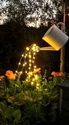 Can with Lights (VIDEO) How To Make A Glowing Watering Can with Fairy Lights ~ So beautiful and SO easy to make!How To Make A Glowing Watering Can with Fairy Lights ~ So beautiful and SO easy to make! Easy Garden, Diy Garden Decor, Garden Decorations, Light Decorations, Solar Lights, Fairy Lights, Glow Water, Backyard Lighting, Balcony Lighting