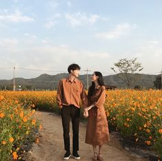 Korean Wedding Photography, Couple Photography Poses, Matching Couple Outfits, Matching Couples, Cute Couples Goals, Couple Goals, Couple Ulzzang, Mode Ulzzang, Korean Couple