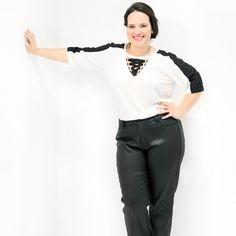 Túnica Bi Color Off White Fivelas Túnica em crepom bicolor off white Plus Sizecom recorte nos ombros e mangas preto e trançado com fivelas no decote Manga 3/4 #tunicaplussize #plussize #modaplussize #modaplussizebrasil #mulherplussize #mulheresplussize #tamanhogrande #vickttoriavick #modaplussizebr #plussizebrasil #plussizefashion #modagg #moda #fashion #feitonobrasil #plussizes #plussizebr #gordinhasdobrasil #modafemininaplussize #somosplussize #lojaplussize #lojafeminina #mulheresreais