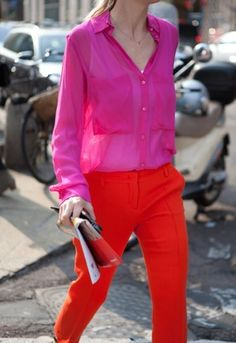 The colour blocking trend is still alive and well with these clashing reds and pinks. Cool Outfits, Casual Outfits, Fashion Outfits, Red Outfits, Amazing Outfits, Fashion Scarves, Bold Fashion, Fashion Trends, 1950s Fashion