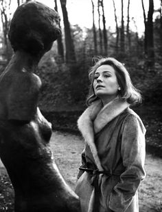 Annie Girardot looking up at a statue in a scene from the film 'Live. Isabelle Adjani, Catherine Deneuve, Image Cinema, Claude Lelouch, Delon, Figure Drawing Reference, French Actress, Scene Photo, France