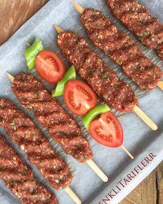 How to make Adana Kebap? Homemade Adana Kebab Recipe Ingredients for . Kabob Recipes, Meat Recipes, Chicken Recipes, Adana Kebab Recipe, Family Meals, Kids Meals, Kebabs, Turkish Recipes, Healthy Eating Tips