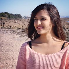 Shirley Setia is an indo Kiwi Singer. Hindustan Times and Forbes featured Setia as Bollywood's Next Big Singing Sensational. Cute Girl Pic, Stylish Girl Pic, Men's Fashion, Fashion Week, Girl Pictures, Girl Photos, Shirley Setia, Best Photo Poses, Fashion Designer