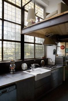 The Big Windows and the sink are wonderful.