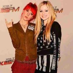 Avril Lavigne and Hayley Williams. This picture is perfection.