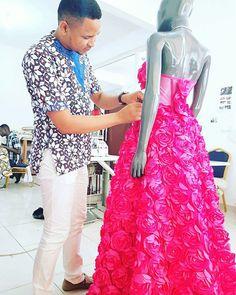 Trabajando en la nueva colección #mujerideal para el próximo evento #semanamujerideal #altacostura #modaecuatoguineana #madeineg