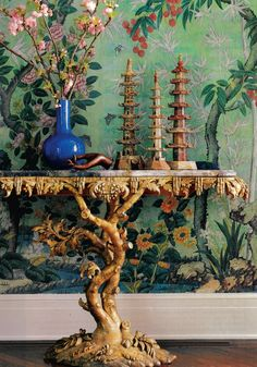 18th Century console, chinoiserie wallpaper. Los Angeles, House & Garden Jan 01.
