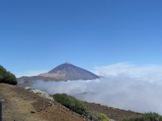 El Teide #elteide #volcano #volcan #tenerife #spain #clouds #bluesky #nature #travel #adventure #discovery #erasmus