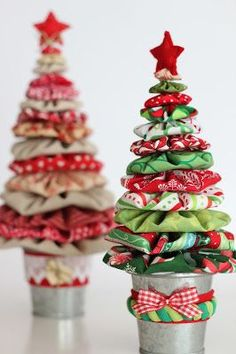 Yo-yo Christmas Trees are Easy and So Much Fun Quilting Digest Yo-yo Trees Fabric Christmas Ornaments, Felt Christmas Decorations, Christmas Tree Crafts, Christmas Projects, Holiday Crafts, Christmas Crafts Sewing, Homemade Christmas Tree, Christmas Quilting, Quilted Ornaments