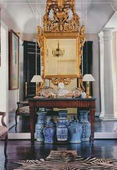 The Peak of Chic®: A Tribute to Jane Marsden Interior Design Vignette, Interior Decorating, Blue And White China, Blue China, Home Theater Surround Sound, French Style Homes, French Country Living Room, Chinoiserie Chic, Japanese Interior
