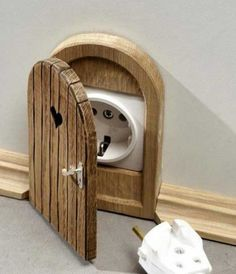 Mouse-Hole-Outlet-Cover
