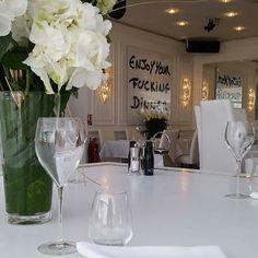 (L' Opera) Fashionable resto-lounge along Saint-Tropez port