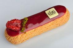 Eclair Vanille Framboise - Eclairs & Gourmandises - Bruxelles, Belgique Profiteroles, Eclairs, Köstliche Desserts, Delicious Desserts, Dessert Recipes, Choux Pastry, Pastry Cake, Beignets, Cupcakes