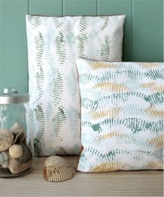 Seashell Paint Stamping :: Use your fave seashell to stamp paint in patterns onto paper or fabrics for wall art, throw pillows, etc.