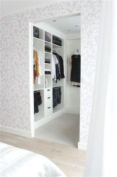 Walk In Closet Ideas - Trying to find some fresh ideas to renovate your closet? Visit our gallery of leading high-end walk in closet design ideas and photos. Walk In Closet Size, Small Walk In Wardrobe, Walk In Closet Design, Small Closets, Closet Designs, Small Walk In Closet Ideas, Small Walking Closet, Walk Through Closet, White Closet