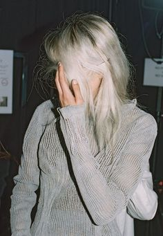 backstage at maison martin margiela spring/summer 2012 White Blonde Hair, Ice Blonde, Runway Hair, Hair Styles 2014, Platinum Blonde, Silver Hair, Pretty Hairstyles, Hairstyle Ideas, Hair Inspiration