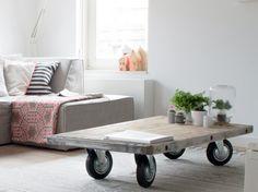 Maak een salontafel van onze hardhouten steenschotten. Benodigdheden: 1 steenschot en 4 wieltjes. Gadero Productnr. LD333