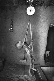 a Mothers heart ache. Magritte, John Rankin, Poverty And Hunger, Innocence Lost, Cain And Abel, Foto Real, Documentary Photographers, Photojournalism, Photo Art