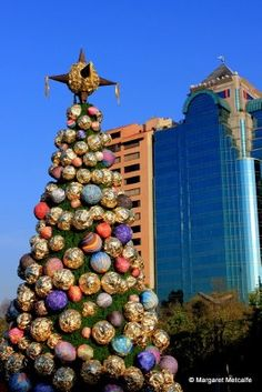 Christmas in Mexico City - Giant Ferrero Rocher Chocolates Tree