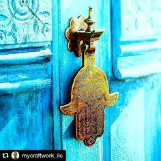 Que a gente encontre a chave que abre a porta do mundo de paz dentro da nossa alma. Boa Noite!