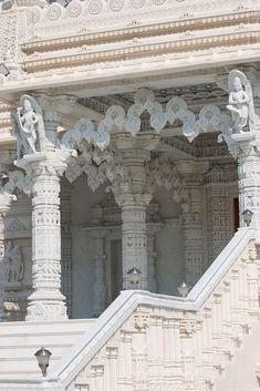 Shri Swaminarayan Mandir temple was built in 2007 in Toronto (Canada).