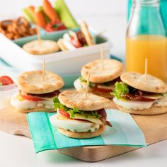 Mini egg sandwiches on naan breads – 5 ingredients 15 minutes Mini Sandwiches, Cucumber Sandwiches, Healthy Sandwiches, Naan, Tomate Cocktail, Mini Pains, Snacks Sains, Pleasing Everyone, Mini Eggs