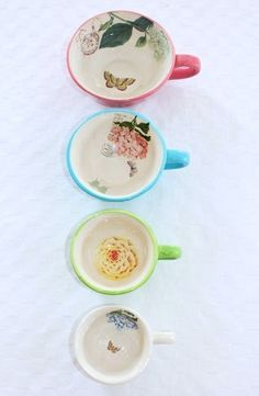 measuring cups ♥ I want this! I have a few sets of measuring cups, but it's ok they come in handy. Cute Cups, Fun Cup, Coffee Cupcakes, Cooking Ingredients, Kitchen Items, Kitchen Stuff, Measuring Cups, Dinnerware, Tea Pots